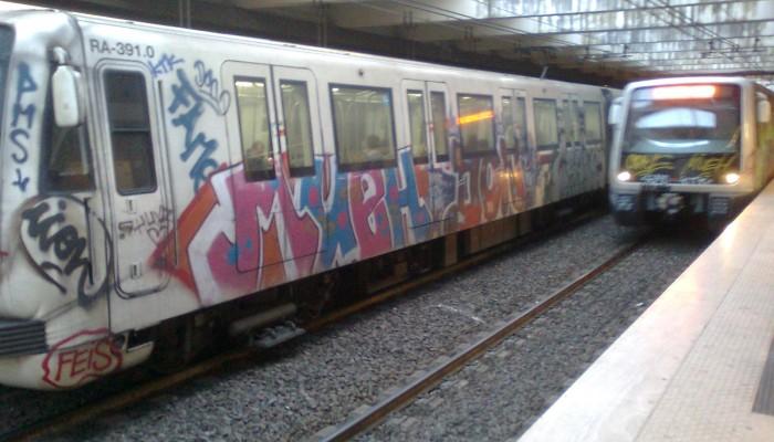 """2015: nuovi treni """"graffitati"""" sulla linea B"""