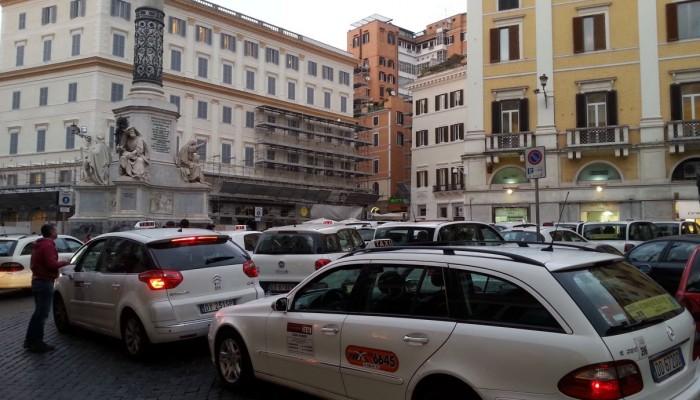 taxi nel centro di roma