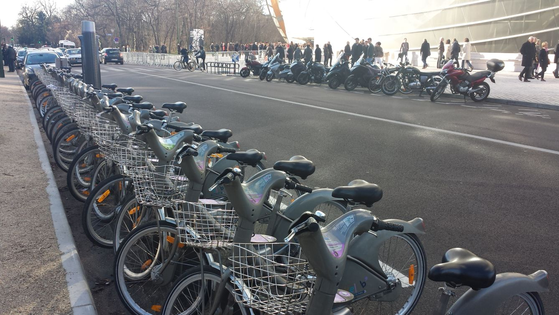 Parigi Fondazione Vuitton bike sharing