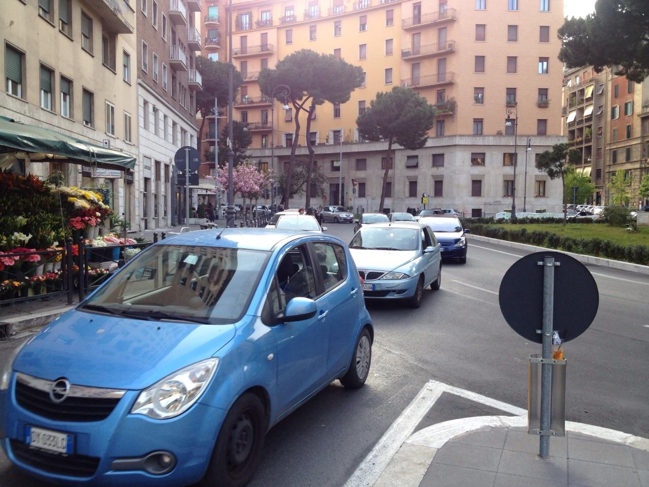 Piazza Istria auto in sosta