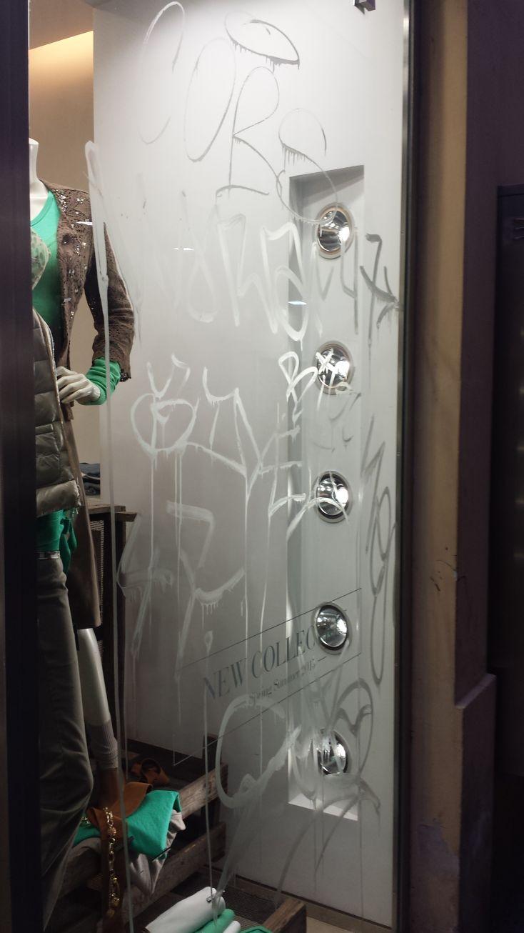 Scritte vandaliche via Giubbonari