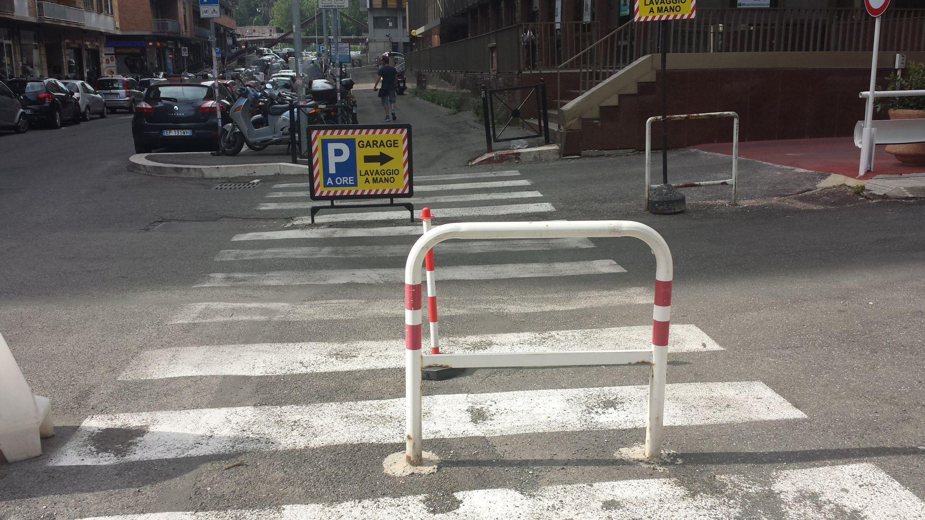 Usodimare via cartellone sulle strisce 2