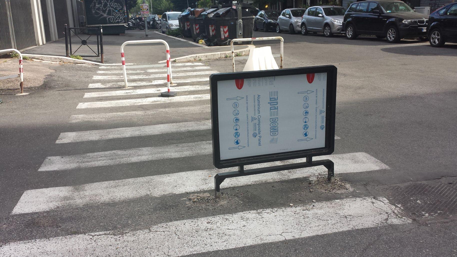 Usodimare via cartellone sulle strisce 3