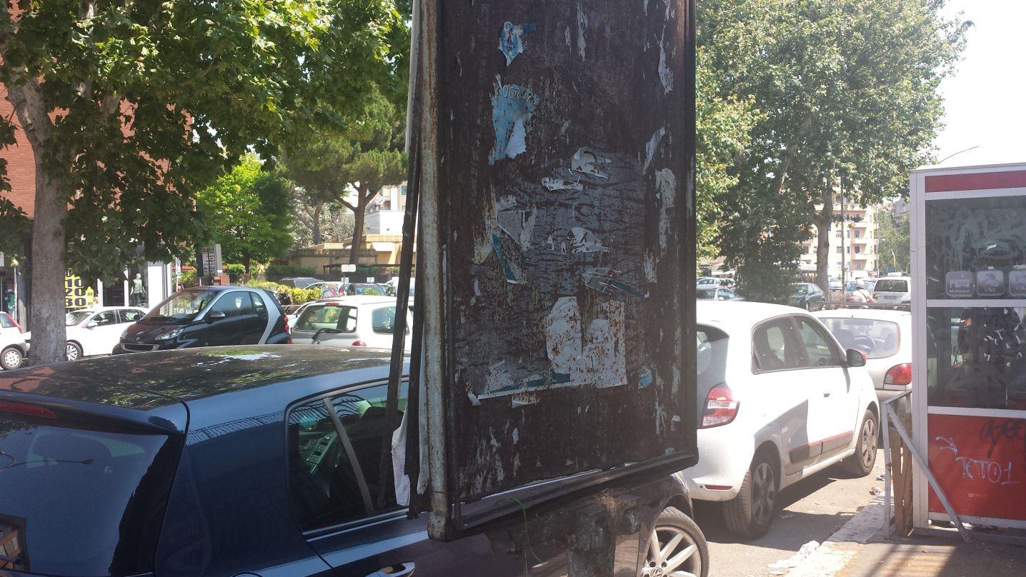 Cartellone arrugginito via Cipro