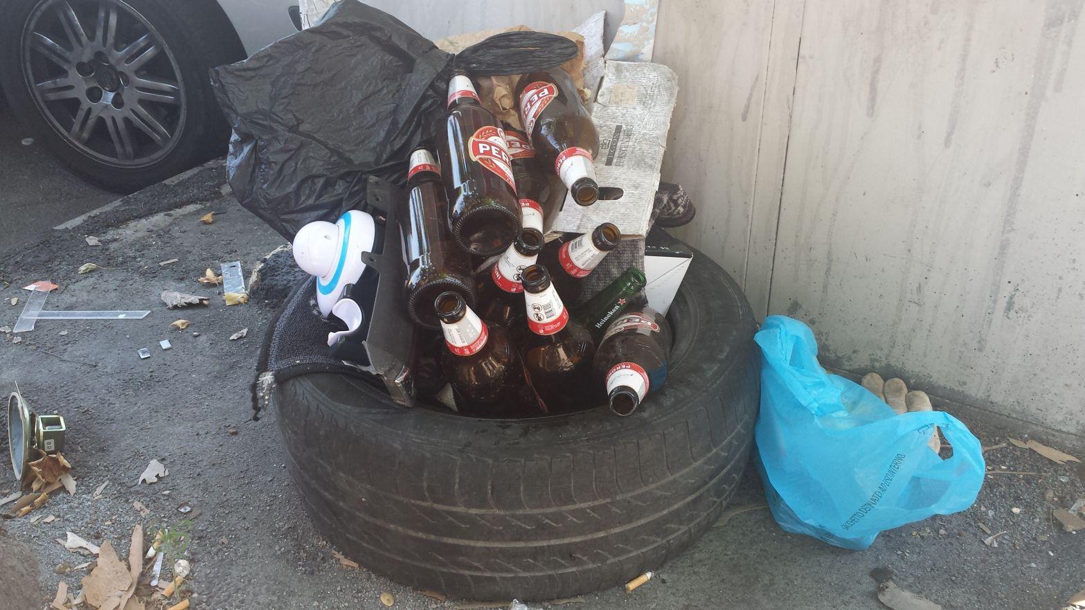 Vetro bottiglie abbandonate