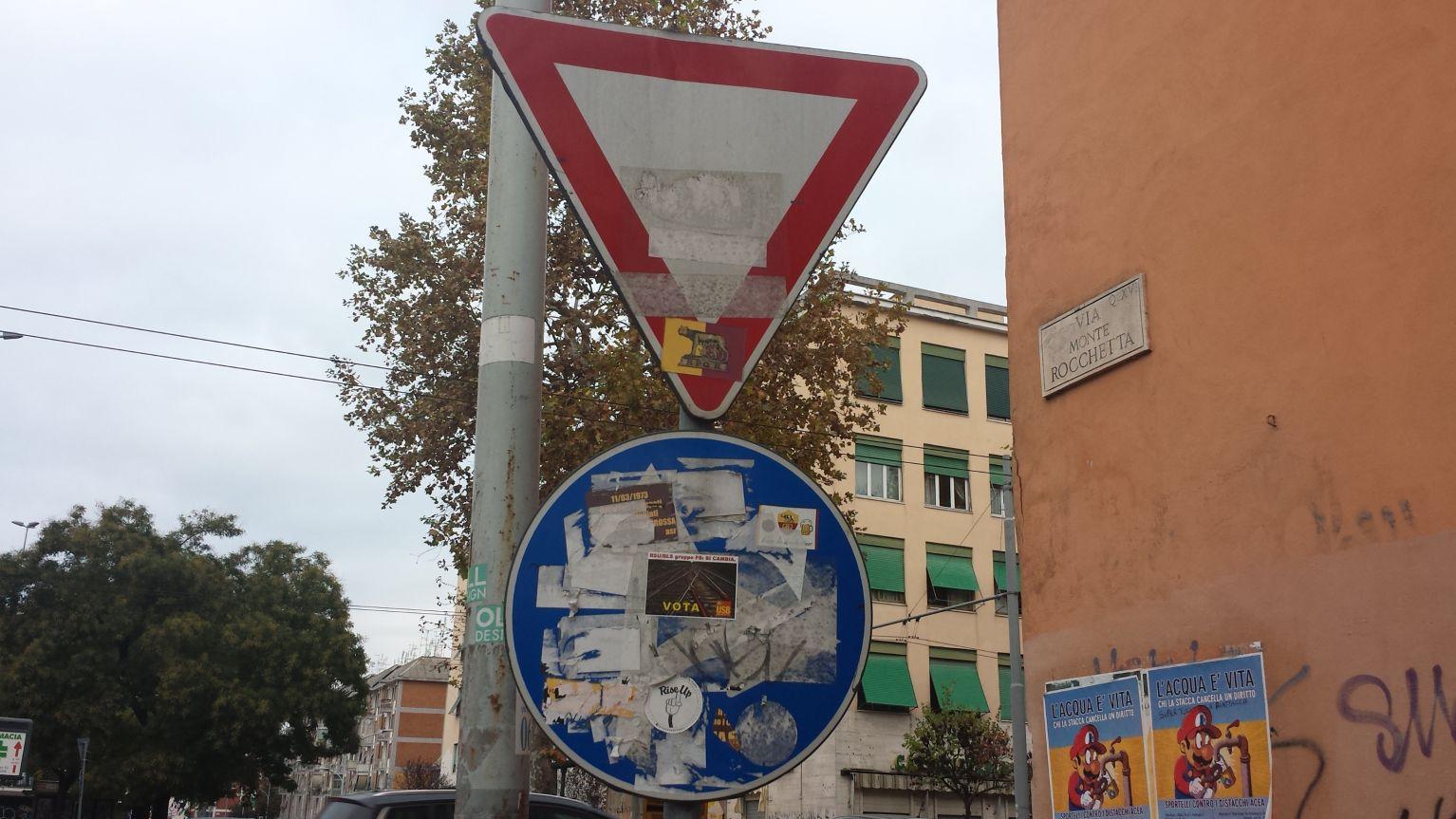 cartello stradale degrado