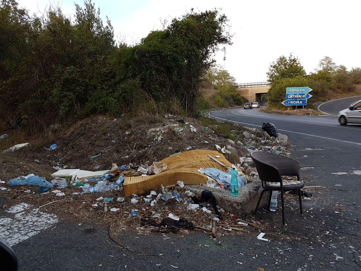 castelporziano-rifiuti