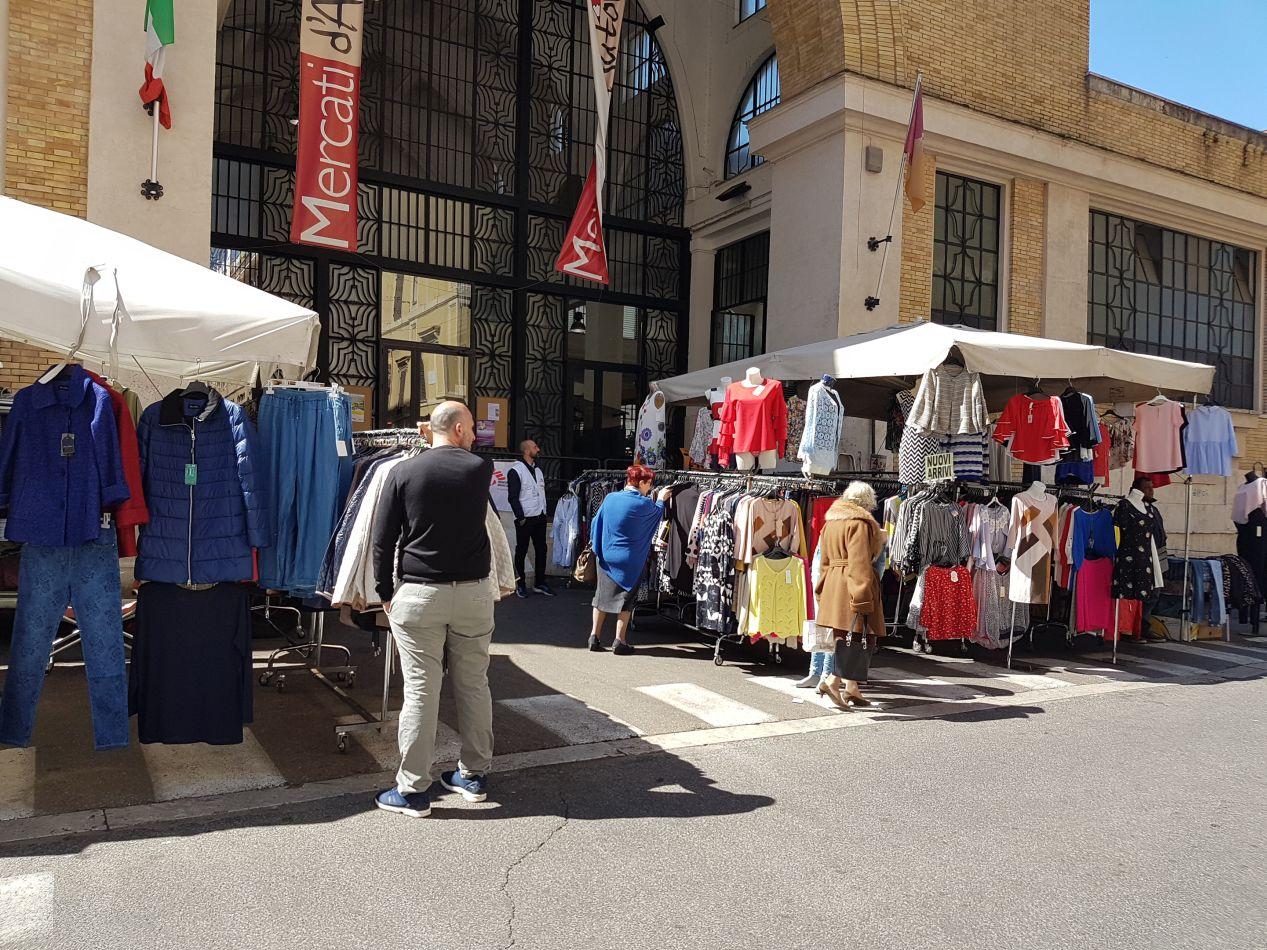 mercato piazza Alessandria bancarelle