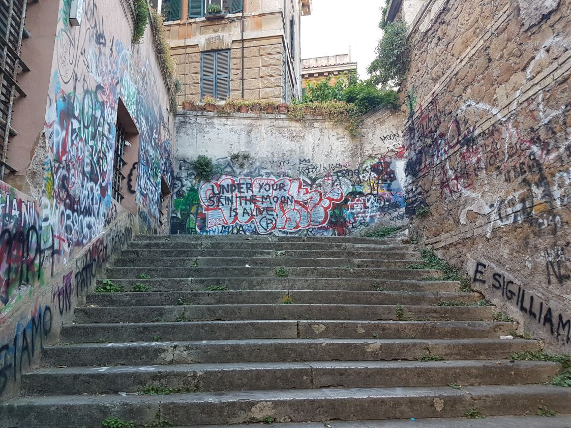 Villa Albani degrado scale