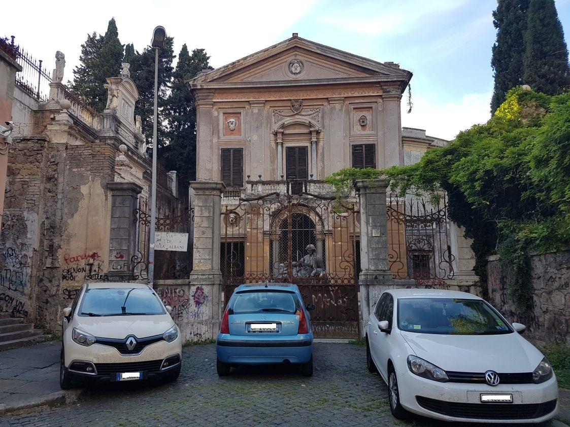 Villa Albani degrado