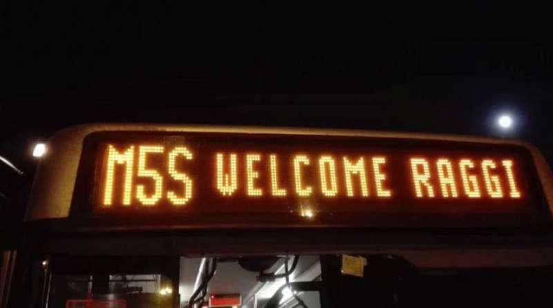 m5s-welcome-raggi-atac-da-il-benvenuto-a-virginia-811051