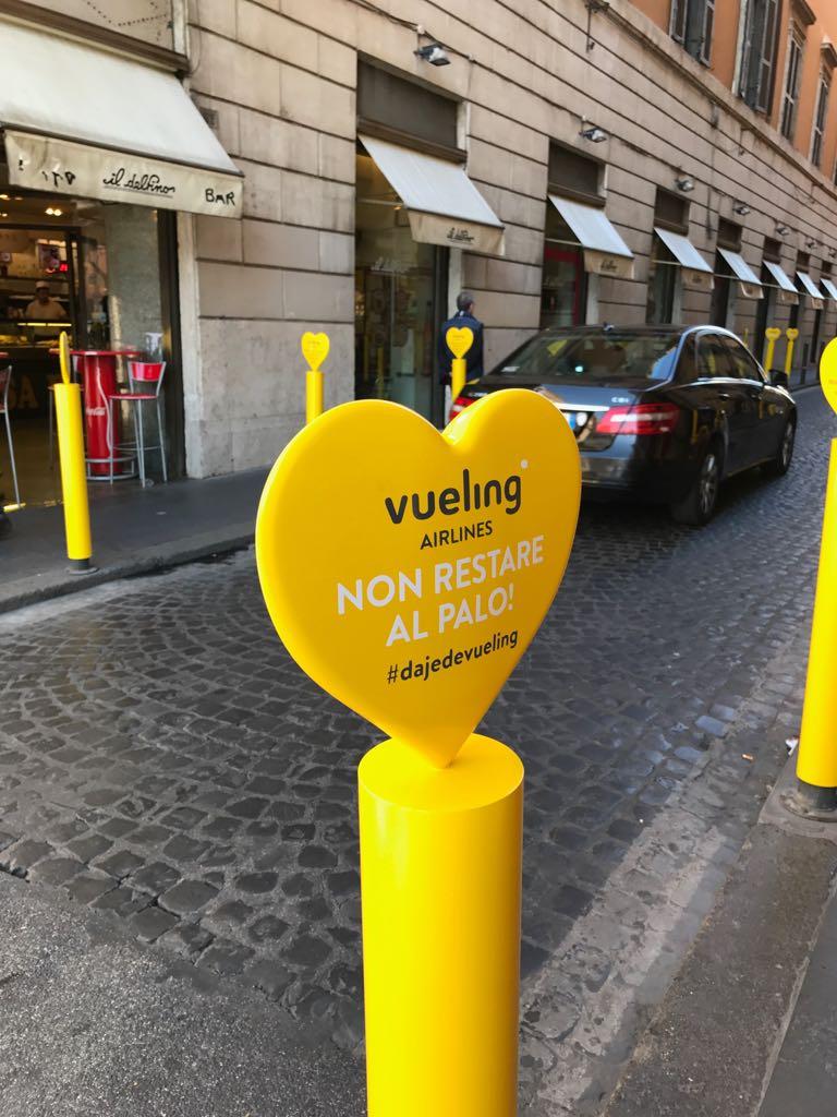Paletti gialli pubblicità vueling2