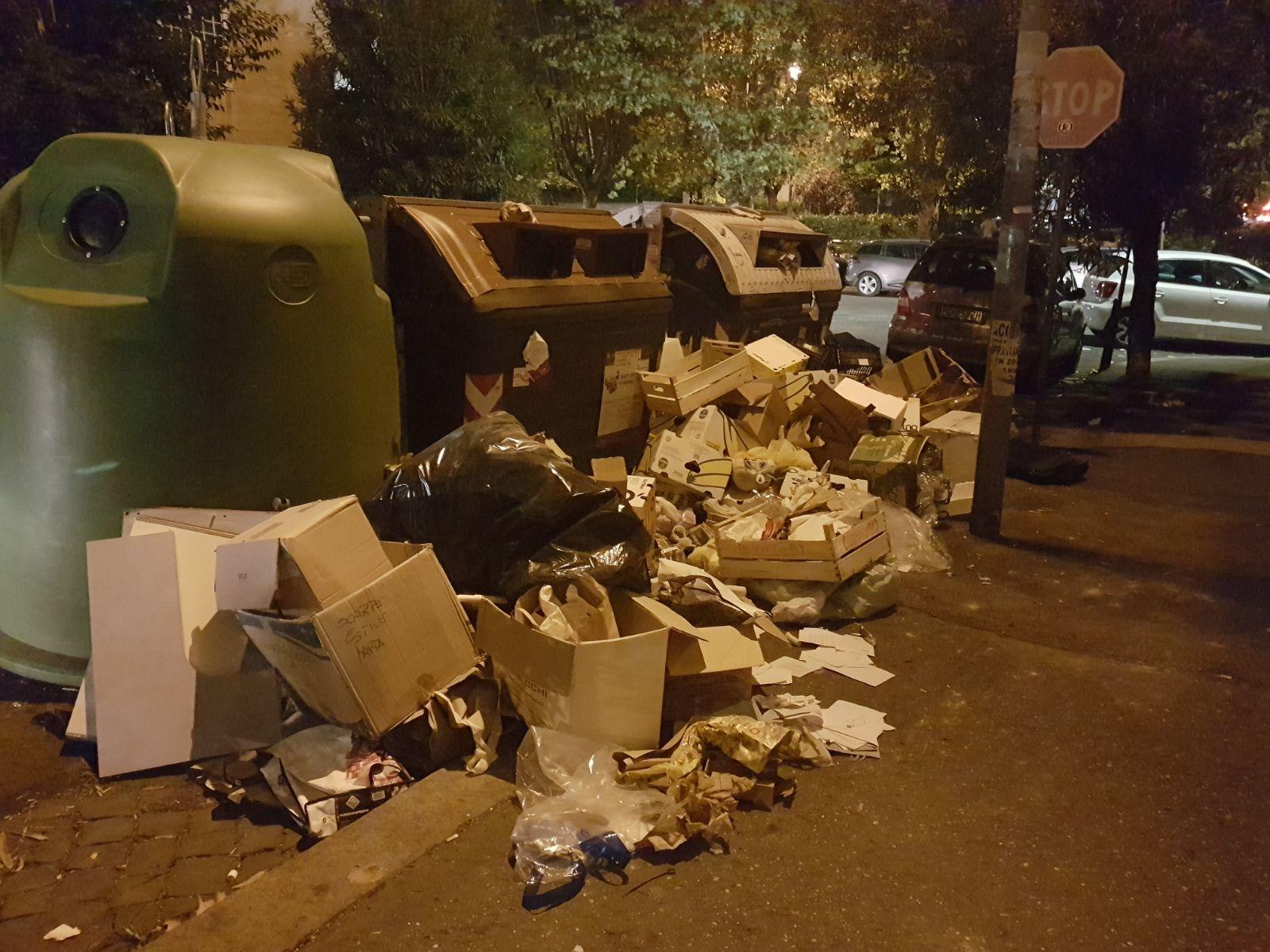 montagne di rifiuti roma