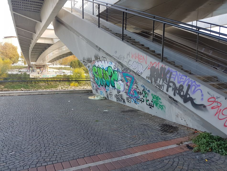 ponte della musica graffiti