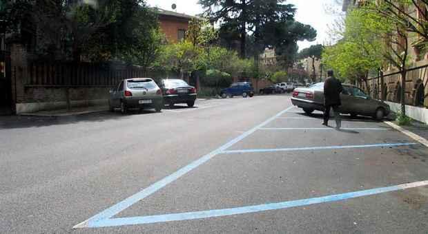 Parcheggio più tecnologico nonostante la sosta selvaggia
